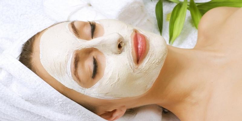 پاکسازی حرفه ای پوست با ماسک سفید