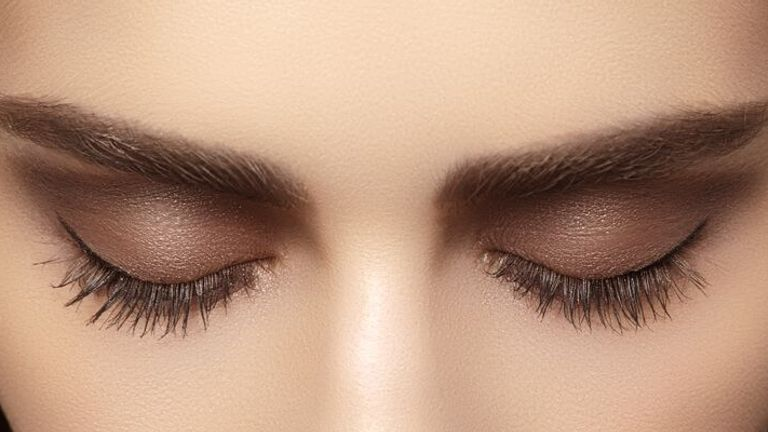 آرایش چشم ملایم با سایه