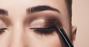 آرایش چشم ملایم با سایه قهوه ای