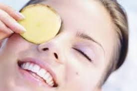 از بین بردن گودی چشم با سیب زمینی