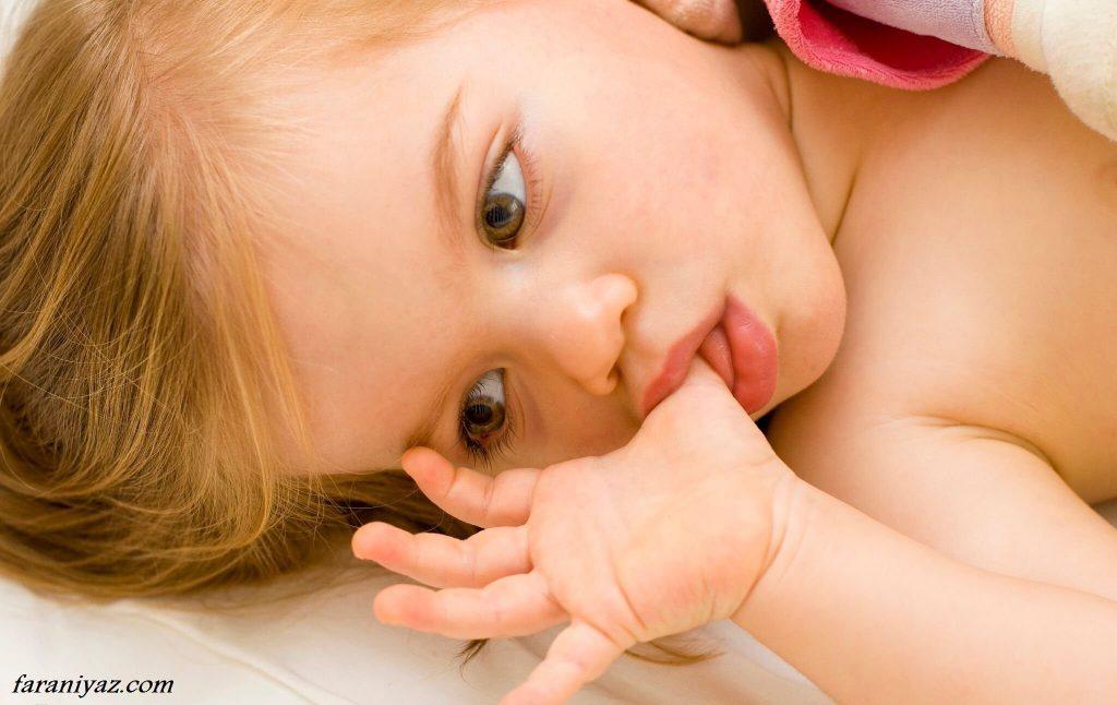 دلایل مکیدن انگشت در کودکان