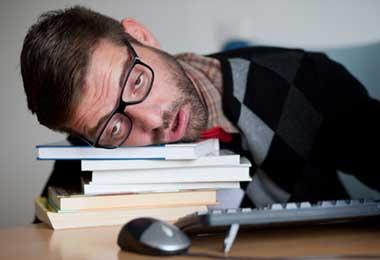 عکس مهمترین دلایل خستگی مزمن درجوانان ناشی از چه عوارضی است