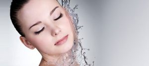 علت باز شدن و راههای بستن منافض پوست عکس صورت