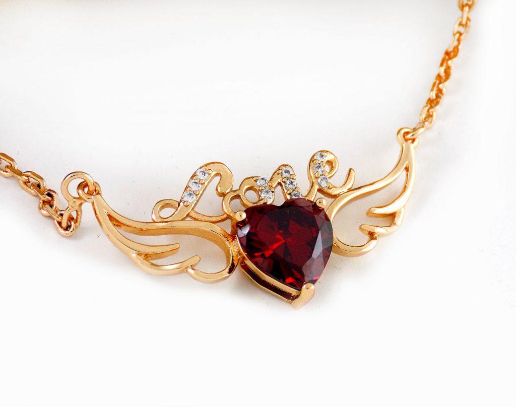 گردنبند طرح فرشته بال دار رنگ طلایی با نگین قرمز