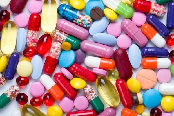 عکس ویتامین های مورد نیاز برای بانوان