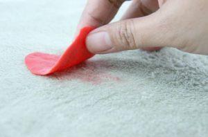 روشی برای پاک کردن لکه آدامس از روی فرش در پورتال جامع فرانیاز فراتر از نیاز هر ایرانی