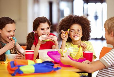 عکس به تغذیه دانش آموزان در مدرسه اهمیت دهید