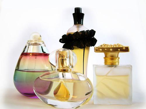همه چیز درباره ی عطرها در پورتال جامع فرانیاز فراتراز نیاز هر ایرانی .