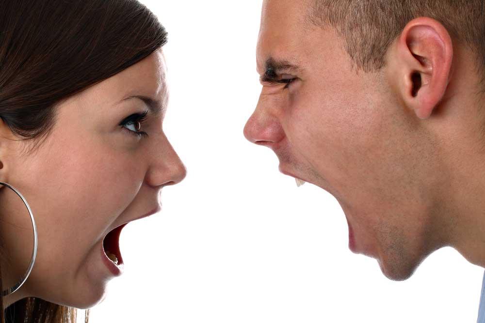 عکس زوج هایی که به شدت عصبانی می شوند , بخوانند