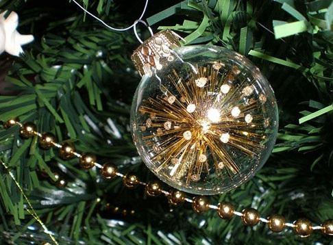 عکس تزیین درخت کریسمس