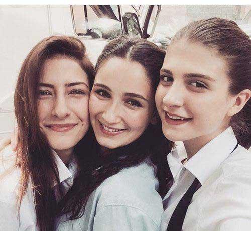 بیوگرافی بازیگران سریال غنچه های زخمی در پورتال جامع فرانیاز فراتراز نیاز هر ایرانی.