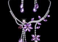 جواهرات بنفش | زیباترین مدل ها و قانون ست کردن انها با لباس
