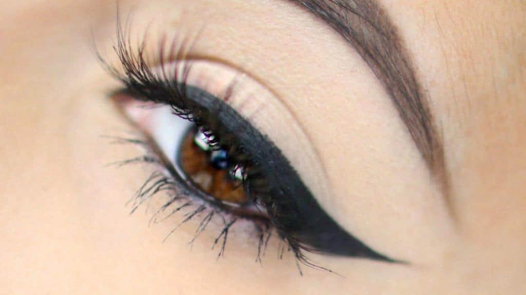 روش صحیح کشیدن خط چشم